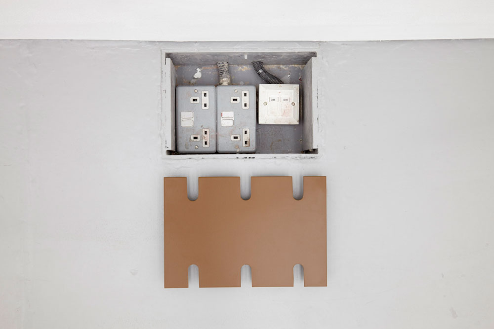 The gallery floor shows a sunken area for four electricity sockets, all are empty. The cover is lying nearby on the floor.