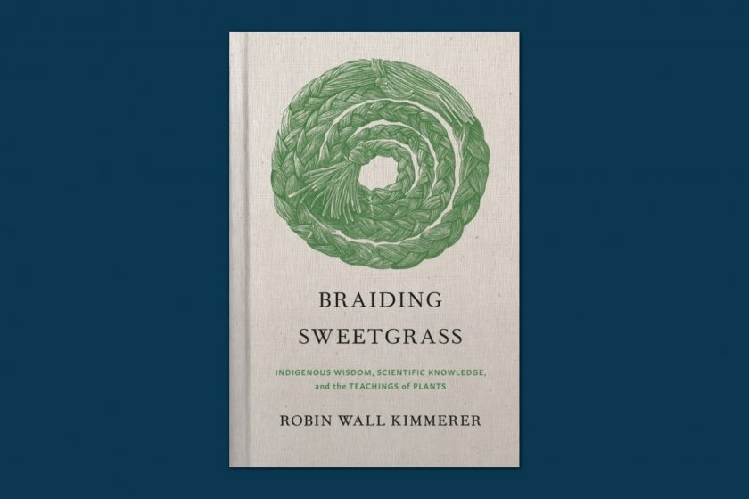 Cover of the book Braiding Sweetgrass by Robin Wall Kimmerer